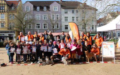 Aktionstag gegen Hundehäufchen – Infos mit Spiel und Spaß auf dem Fiedelerplatz